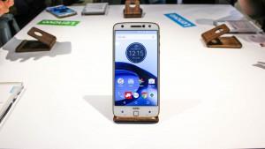 """Moto Z2 Force se destaca pela tela """"inquebrável"""", mas patente da Motorola mostra tela que se recupera sozinha"""
